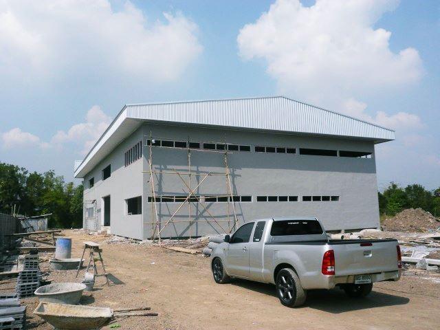 รับเหมาก่อสร้าง โรงงานผลิตกระจกสำเร็จรูปซอยพระยาสุเรน 48